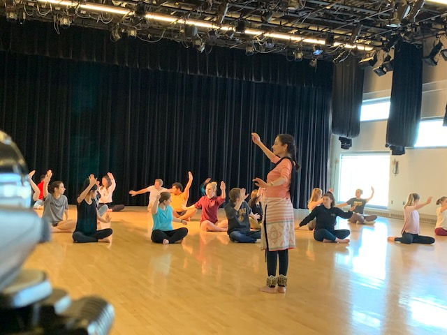 Mukta Sathe leads Kathak intro class at St. Olaf College